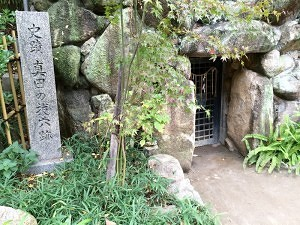 三光神社の抜け穴