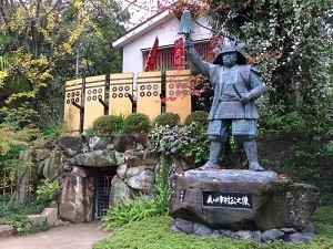 三光神社と真田幸村像