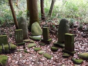 田村猿男の墓など