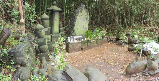「肥前・名護屋城からちょっと離れた真田昌幸陣跡にある「サナダサエモン様の墓」」のアイキャッチ画像